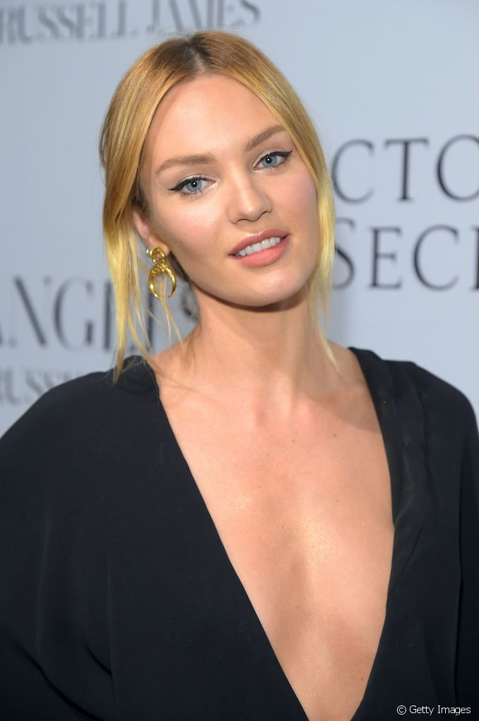 Candice Swanepoel chama atenção no red carpet